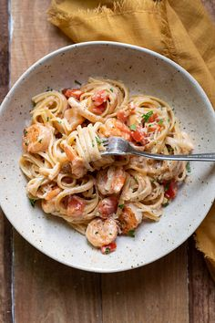 Rich and decadent creamy cajun shrimp pasta, emphasis on the decadent.Linguine swirled around a spicy cajun sauce, perfectly seasoned shrimpand tomatoes, topped with some fresh parmigiano reggiano. Easy Chicken Dinner Recipes, Shrimp Recipes Easy, Seafood Recipes, Pasta Recipes, Cooking Recipes, Healthy Recipes, Potluck Recipes, Cooking Tips, Cajun Shrimp Pasta