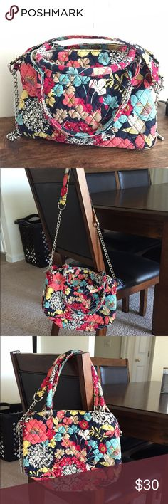  EUC *RETIRED* Vera Bradley ♥️ Adorable Happy Snails Vera Bradley bag with short straps and long straps with silver metal chain as part of the long straps. it does zip closed at the opening (: Very clean with no stains. Barely ever used. ♥️ Vera Bradley Bags Crossbody Bags