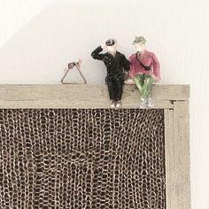 "Gefällt 61 Mal, 1 Kommentare - Christina Gohli (@cgohli) auf Instagram: ""#sittingwaitingwatching #miniatures #miniaturefigurs #miniaturepeople #miniatures #textilart…"" Animal Print Rug, Knit Crochet, Weaving, Rugs, Knitting, Diy, Animals, Instagram, Design"
