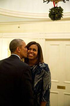 President Barak Obama With Lady Michelle Obama With Daughters Malia Obama & Sasha Obama. Michelle Obama, Barack Obama Family, Malia Obama, Obamas Family, First Black President, Mr President, Joe Biden, Durham, Le Gui
