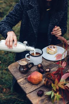 Gluten-free Cinnamon Rolls & a Magical Photoshoot for Mint & Berry - Our Food Stories Delicious gluten-free cinnamon rolls in a magical fairytale-like autumn table-setting in the woods. Gluten Free Cinnamon Rolls, Mint And Berry, Berry Berry, Brunch, Autumn Table, Autumn Aesthetic, Autumn Cozy, Coffee Time, Morning Coffee