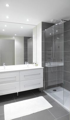 Ideas for the master bathroom remodels we have to do. This board includes pins for master bathroom layout and design, ho Basement Bathroom, Shower Room, Bathroom Interior, Bathroom Decor, Small Bathroom Remodel, Amazing Bathrooms, Bathrooms Remodel, Bathroom Makeover, Bathroom Renovations