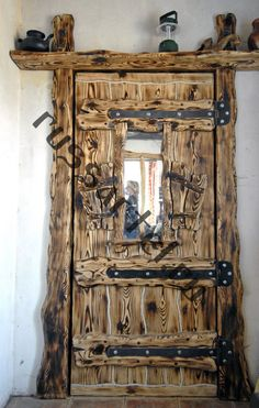 Дверь в старом стиле