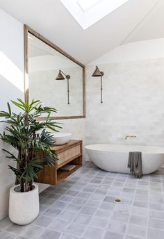 A relaxed palette and natural textures make The Pause - a luxurious, coastal holiday home by Soul Home - in Gerringong on the NSW South Coast the ideal holiday stay. Decor Inspiration, Bathroom Inspiration, Bathroom Ideas, Bathroom Inspo, Bathroom Interior Design, Home Interior, Interior Designing, Coastal Bathrooms, Luxurious Bathrooms