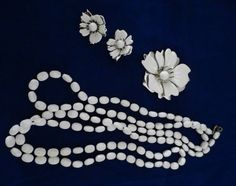 Beautiful white & silver Sarah Coventry Demi Parure Set Necklace, Brooch, Earrings. So pretty and in fantastic condition!