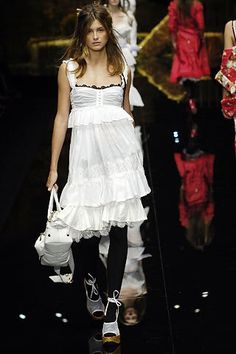 See the complete Dolce & Gabbana Spring 2006 Ready-to-Wear collection.