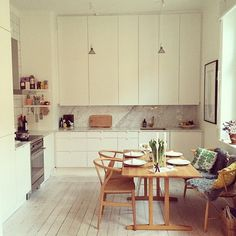Kitchen setting featuring Børge Mogensen's C18 table - handcrafted in Denmark. Via madebymor