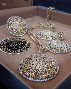 Gold Jewelry Making Pakistani Jewelry, Indian Jewelry, Gold Jewellery Design, Gold Jewelry, Gold Set, Jewelry Patterns, Luxury Jewelry, Jewelry Sets, Jewelry Making