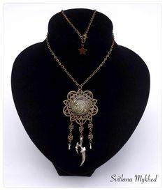 """Longue Collier """"Aigle. Griffe. Force"""" style gotique, retro, rock, punk . Métal bronzé . : Collier par perles-et-couronnes"""