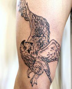 Owl tattoo. Buho tatuaje. Man's leg tattoo. Ana Maturana tattooist