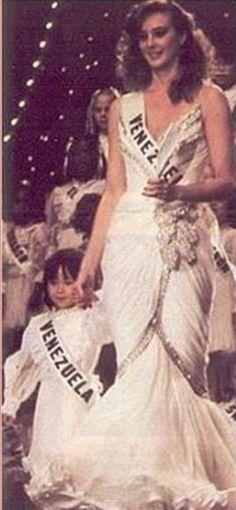 Miss Venezuela Paola Ruggeri - en su presentación en Traje de Gala en Miss Universe 1983..