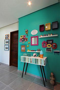 Bangalô 3 irmãos - Praia de Tamandaré/PE : Corredores, halls e escadas tropicais por Celia Beatriz Arquitetura