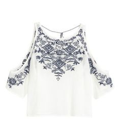 H&M LOVES COACHELLA. Short blouse in crinkled cotton with embroidery, a low-cut back with ties at the back of the neck and 3/4-length raglan sleeves with cut-out sections on the shoulders.