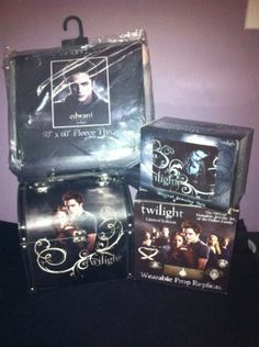 Authentic Official Twilight Music Box, Vintage Carrying Case, Blanket/throw, and Movie Jewelry Set by Neca, http://www.amazon.com/dp/B00AHKPRR4/ref=cm_sw_r_pi_dp_eaIVqb0YEY4DG