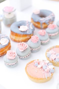 pretty pastel French desserts Photography Amy Jordan photography See Why This French Inspired Shower is Extra Sweet Mini Desserts, French Desserts, Delicious Desserts, Dessert Recipes, Patisserie Paris, Rum, Dessert Halloween, Amy And Jordan, Cookie Pops