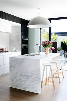 Modern Kitchen Decor : Modern marble kitchen dark feature cabinets but there is a lot of natural light Modern Kitchen Design, Interior Design Kitchen, Kitchen Designs, Modern Interior, Modern Decor, Bar Interior, Modern Design, Modern Condo, Stylish Interior