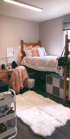 78 Dorm Room Essentials Create a Stylish Space for Lounging Studying And Sleeping 63 College Dorm Rooms Create Dorm Essentials Lounging Room Sleeping Space Studying Stylish Pink Dorm Rooms, Cute Dorm Rooms, College Dorm Rooms, College Dorm Storage, Girl College Dorms, College Closet, College Bedding, College Room Decor, College Apartments