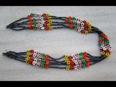 Daisy Necklace, Beaded Necklace, Beaded Bracelets, Collier Simple, Barrettes, Diy Schmuck, How To Make Beads, Friendship Bracelets, Detail