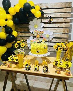 inda festa no tema Abelhinha! Bumble Bee Birthday, Baby First Birthday, 1st Birthday Parties, Sunflower Party, Sunflower Baby Showers, Balloon Garland, Balloon Decorations, Baby Shower Parties, Baby Shower Themes