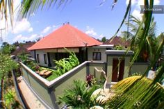 Great location for your holiday in Bali  Local village Pererenan / Canggu with easy access to the beach and all facilities - just visit our villa and be happy. Accomodate 8