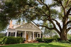The Burn is a classic Greek Revival Antebellum home in historic downtown Natchez MS. The Burn is currently used as the primary residence of the current Owners as well as being home to a five room B…