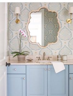 Lift your powder room or loo with a fresh and unfailingly cheerful bathroom wallpaper. Browse these stunning bathroom wallpaper ideas. Guest Bathrooms, Hall Bathroom, Bathroom Interior, Master Bathroom, Wall Paper Bathroom, Wallpaper In Bathroom, Bathroom Vanities, Kids Vanities, Blue Bathrooms