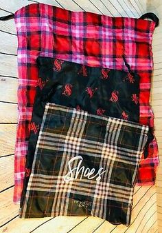 Victoria's Secret Plaid Travel Draw String Bags Set Of 3 Cosmetic Bag Set, Travel Cosmetic Bags, Travel Drawing, Tote Backpack, Pink Zip Ups, Purses For Sale, Pink Stripes, Bag Storage, Drawstring Bags