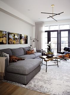 In our Designer Tips feature, assistant design editor Jennifer Koper shares expert advice on shopping for sofas. Living Pequeños, Manly Living Room, Condo Living Room, Living Room Grey, Living Room Decor, Modern Living, Men's Living Rooms, Charcoal Sofa Living Room, Living Area