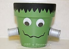 halloween flower pot crafts | Get the instructions for ––> Frankenstein Clay Pot Candle Holders