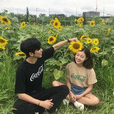 // ulzzang couple uploaded by nad. Korean Boy, Cute Korean, Ulzzang Couple, Ulzzang Girl, Cute Couples Goals, Couple Goals, Senior Photography, Couple Photography, Poses
