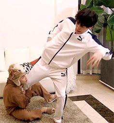 Suga and Jimin bts Namjoon, Jimin Jungkook, Bts Bangtan Boy, Taehyung, Suga Gif, Yoonmin, Bts Memes, Jikook, Bambam