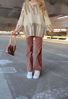 Skater Outfits, Cute Outfits, Brown Outfit, T Shirt And Shorts, Fashion Accessories, Normcore, My Style, Sweatshirts, Fitness