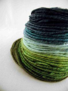 blue green yarn to dye for! Spinning Yarn, Hand Spinning, Art Du Fil, Yarn Inspiration, Hand Dyed Yarn, Yarn Colors, Knitting Yarn, Color Combos, Colour Pallete