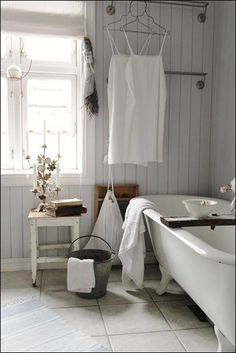 Home Interior Bathroom .Home Interior Bathroom Baños Shabby Chic, Vintage Bathrooms, Bathroom Interior Design, Interior Modern, Bathroom Designs, Bathroom Ideas, White Bathroom, Modern Bathroom, Beautiful Bathrooms