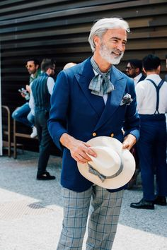 Revue en images des meilleurs looks de rue masculins pris sur le vif par Jonathan Daniel Pryce à la Fashion Week printemps-été 2018 au Pitti Uomo à Florence.