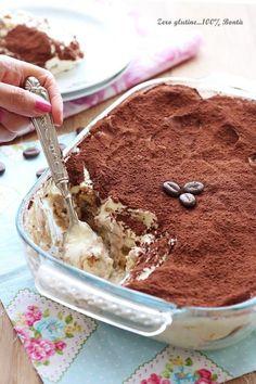 Tiramisù con crema pasticcera e panna Italian Pastries, Italian Desserts, Mini Desserts, Dessert Recipes, Best Italian Recipes, Nutella, Tiramisu, Food Porn, Food And Drink