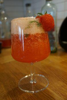 Efter en lång arbetsdag kan det vara trevligt med en god somrig drink på balkongen. Här kommer ett recept på en jättegod alkoholfri drink - virgin strawberry mojito. Den är dessutom väldigt enkel att…