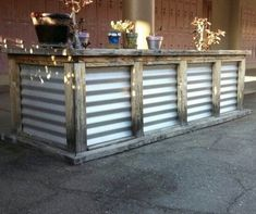 Pallet Furniture Rustic Wooden pallet bar - Wooden pallet bar plans can be use to make bar it may in the house or outdoor you can use wooden because it's good raw material for making of pallet bar. Bar Patio, Backyard Bar, Backyard Kitchen, Wedding Backyard, Outdoor Patio Bar, Diy Outdoor Kitchen, Outdoor Spaces, Porch Bar, Outdoor Range