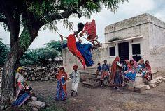Brincadeira de criança. INDIA-10924_JM  Steve McCurry.