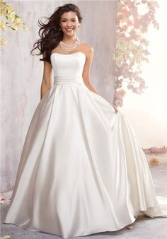 I like the simplicity of this dress, also the way it splits from the bodice to the skirt.