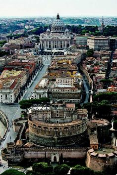 Full of wonder. Probably one of my favorite spots in Rome-->Basilica San Pietro e Castel Sant`Angelo Visit Rome, Visit Italy, Arquitectura Wallpaper, The Places Youll Go, Places To See, Rome Florence, Hotel Rome, Voyage Rome, Le Vatican