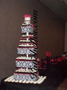 Black and White Wedding Cake and Cupcake Decorating Ideas cup-cake-towers cup-cake-towers foodstuff-i-love food-and-recipies Cupcake Tower Wedding, Wedding Cupcakes, Cupcake Towers, Sailor Moon Wedding, Black And White Wedding Cake, Traditional Wedding Cakes, Pretty Cupcakes, Damask Wedding, Wedding Cake Photos