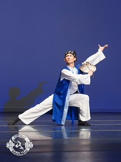 Demystifying Classical Chinese Dance — Gong Jian Bu (弓箭步)  Once you master Gong Jian Bu, the bow and arrow stance, you'll be ready for anything that may cross your path.  Directions for the mighty Gong Jian Bu (弓箭步): 1. Bend your supporting leg 90° to form a bow. 2. Extend your second leg, keeping it as straight as an arrow.