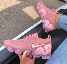 Nike VaporMax Flyknit Pink Tint Storm Pink - the perfect summer sneaker! - Nike Sneaker - Shoes World Moda Sneakers, Sneakers Mode, Sneakers Fashion, Shoes Sneakers, Shoes Heels, High Heels, Sneakers Adidas, Bape Converse, Women's Stilettos