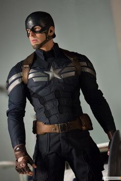 Chris Evans, Captain America: The Winter Soldier. Okay, this is from The Winter Soldier but it's still Captain America and he's from Avengers so deal with it! Captain America Cosplay, Captain America 2, Capitan America Marvel, Capitan America Chris Evans, Captain America Aesthetic, Steve Rogers, Hq Marvel, Marvel Dc Comics, Captain Marvel