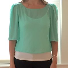 Flowy green blouse #flowytop #blouse #green Looks great with a tan! Tops Blouses