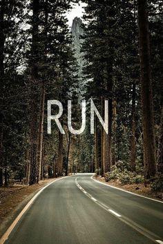 Pasando el Llao Llao y camino a Circuito Chico... no es pero podría ser. Correr ahí, un sueño pendiente.