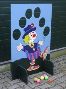 Good for a circus theme birthday party or for a school carnival game. School Carnival Games, Carnival Birthday Parties, Carnival Themes, Circus Birthday, Kids Crafts, Clown Crafts, Games For Kids, Diy For Kids, Activities For Kids