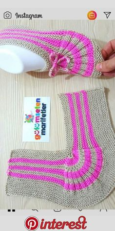 knitting inspiration kolay bayan patik yapl/bayan patik modeli/iki i ile p Salvabrani Einfache Damenstiefeletten Konstruktion / Damenstiefelettenmodell / Zwei Spiee mit P Salvabrani Knitting Blogs, Knitting Socks, Knitting Designs, Knitting Stitches, Knitting Patterns Free, Free Knitting, Knitting Projects, Baby Knitting, Crochet Baby