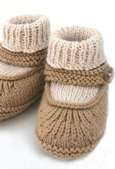 Crochet Baby Booties Baby Merry-Jane – Knitting Patterns and Crochet Patterns fro… Baby Knitting Patterns, Baby Booties Knitting Pattern, Crochet Baby Shoes, Crochet Baby Booties, Knitting For Kids, Baby Patterns, Crochet Patterns, Doll Patterns, Merry Jane